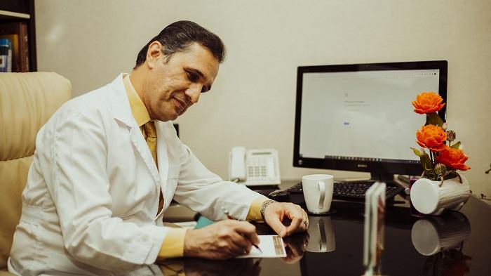 دکتر فرهاد موسی زاده جراح سینه